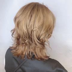 ミルクティーベージュ ブリーチカラー モード レイヤーカット ヘアスタイルや髪型の写真・画像