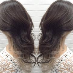 暗髪 透明感 インナーカラー グレージュ ヘアスタイルや髪型の写真・画像