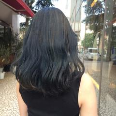 ミディアム ウェーブ 透明感 アンニュイ ヘアスタイルや髪型の写真・画像
