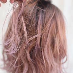 ラズベリーピンク ピンクベージュ ピンクバイオレット フェミニン ヘアスタイルや髪型の写真・画像