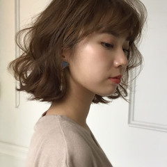 簡単スタイリング ふんわりショート パーマ ブラウンベージュ ヘアスタイルや髪型の写真・画像