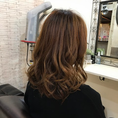 巻き髪 セミロング 大人かわいい フェミニン ヘアスタイルや髪型の写真・画像