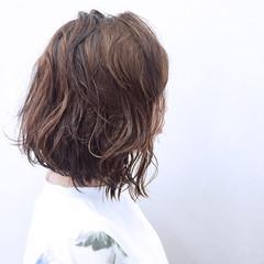 ウェットヘア ウェーブ ブラントカット ボブ ヘアスタイルや髪型の写真・画像