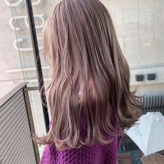 艶カラー ミルクティーベージュ セミロング ミルクティー ヘアスタイルや髪型の写真・画像