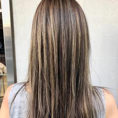 グレージュ ブリーチ ハイライト ロング ヘアスタイルや髪型の写真・画像