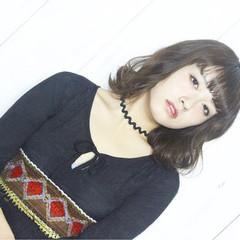 フェミニン ニュアンス アッシュ 色気 ヘアスタイルや髪型の写真・画像