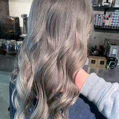ホワイトシルバー ロング ホワイトブリーチ ホワイトカラー ヘアスタイルや髪型の写真・画像
