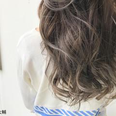 アッシュグレージュ ハイライト ナチュラル ロング ヘアスタイルや髪型の写真・画像