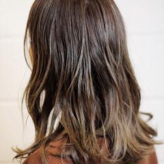 ベージュ ハイライト バレイヤージュ 透明感 ヘアスタイルや髪型の写真・画像