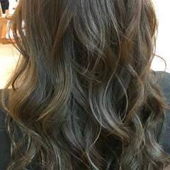 スモーキーカラー ナチュラル ロング 巻き髪 ヘアスタイルや髪型の写真・画像