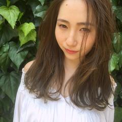 ウェーブ ナチュラル 外国人風 アンニュイ ヘアスタイルや髪型の写真・画像
