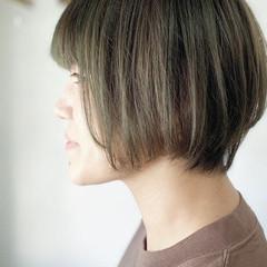 カーキアッシュ ショート マッシュショート カーキ ヘアスタイルや髪型の写真・画像