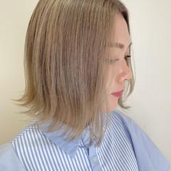 ミルクティーベージュ インナーカラー フェミニン ダブルカラー ヘアスタイルや髪型の写真・画像