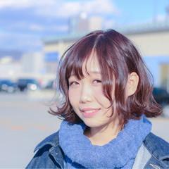 外ハネ ウェットヘア ピンク アッシュ ヘアスタイルや髪型の写真・画像