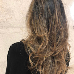 巻き髪 ゆるふわ デート グラデーションカラー ヘアスタイルや髪型の写真・画像