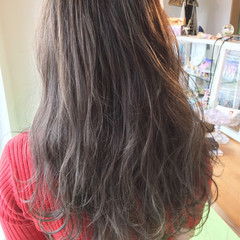 グレージュ ロング グラデーションカラー ハイライト ヘアスタイルや髪型の写真・画像