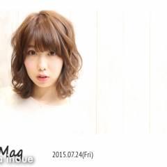 フェミニン 丸顔 ナチュラル ミディアム ヘアスタイルや髪型の写真・画像