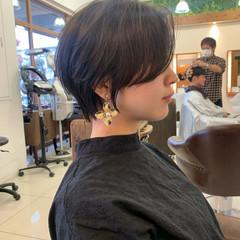 ナチュラル ショートヘア 前下がりショート ハンサムショート ヘアスタイルや髪型の写真・画像