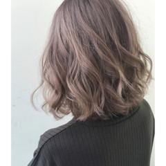 リラックス アウトドア フェミニン ヘアアレンジ ヘアスタイルや髪型の写真・画像