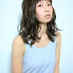 フェミニン アッシュ パーマ セミロング ヘアスタイルや髪型の写真・画像