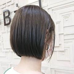 ショートボブ ミニボブ インナーカラー 切りっぱなしボブ ヘアスタイルや髪型の写真・画像