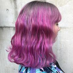 パープル ミディアム レッド ラベンダーピンク ヘアスタイルや髪型の写真・画像
