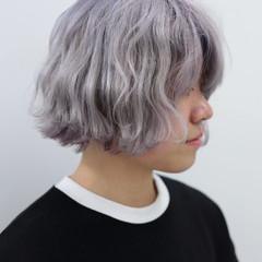 ホワイトブリーチ ダブルカラー ショートヘア ハイトーン ヘアスタイルや髪型の写真・画像