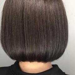リラックス アウトドア アッシュ ボブ ヘアスタイルや髪型の写真・画像