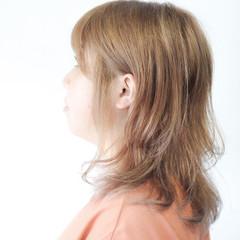 ヌーディベージュ セミロング ミルクティーグレージュ ミルクティーベージュ ヘアスタイルや髪型の写真・画像