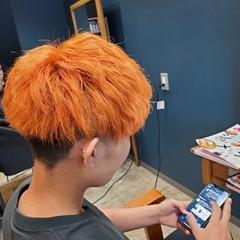 ストリート アプリコットオレンジ マッシュヘア ブリーチカラー ヘアスタイルや髪型の写真・画像