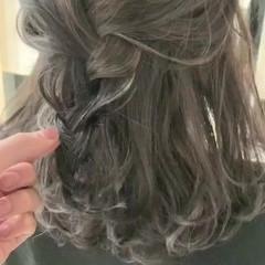 簡単ヘアアレンジ ロング アッシュグレージュ 結婚式ヘアアレンジ ヘアスタイルや髪型の写真・画像