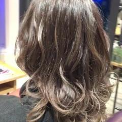 セミロング モテ髪 グラデーションカラー ゆる巻き ヘアスタイルや髪型の写真・画像