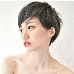 アッシュ フェミニン 大人女子 こなれ感 ヘアスタイルや髪型の写真・画像