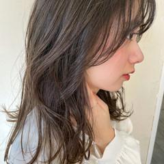 透明感カラー オリーブグレージュ オリーブカラー 外ハネ ヘアスタイルや髪型の写真・画像