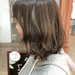 外ハネ ミディアム 外ハネボブ アッシュ ヘアスタイルや髪型の写真・画像