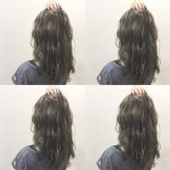 セミロング ストリート ブラウン ウェットヘア ヘアスタイルや髪型の写真・画像