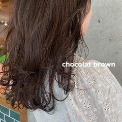 ナチュラル ロング 暗髪 ショコラブラウン ヘアスタイルや髪型の写真・画像