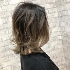 大人ハイライト ベージュ ナチュラル アッシュベージュ ヘアスタイルや髪型の写真・画像