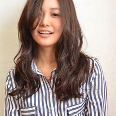 アッシュ ロング 暗髪 くせ毛風 ヘアスタイルや髪型の写真・画像