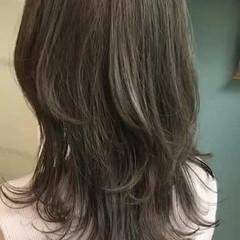 オリーブカラー オリーブアッシュ オリーブベージュ ミディアム ヘアスタイルや髪型の写真・画像