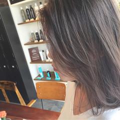 ストリート 透明感 グレージュ ブリーチ ヘアスタイルや髪型の写真・画像