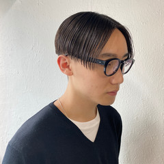 センターパート 黒髪 メンズヘア ショート ヘアスタイルや髪型の写真・画像