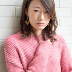デート フェミニン 外国人風 ミディアム ヘアスタイルや髪型の写真・画像