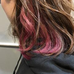 レッド インナーカラー ストリート ラベンダー ヘアスタイルや髪型の写真・画像