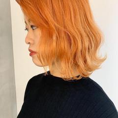 ハイトーン 波ウェーブ アプリコットオレンジ ボブ ヘアスタイルや髪型の写真・画像