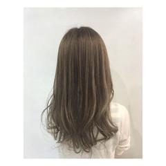 オフィス ロング パーマ アッシュベージュ ヘアスタイルや髪型の写真・画像
