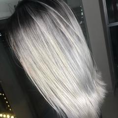 シルバー グラデーションカラー バレイヤージュ ミディアム ヘアスタイルや髪型の写真・画像