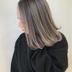 バレイヤージュ エレガント インナーカラー ミディアム ヘアスタイルや髪型の写真・画像