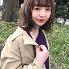シナモンベージュ ブリーチなし ヘアアレンジ ミディアム ヘアスタイルや髪型の写真・画像
