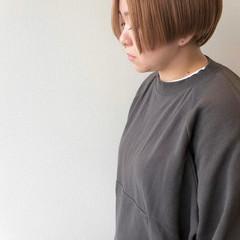 ショートマッシュ ミルクティーベージュ ハンサムショート ダブルカラー ヘアスタイルや髪型の写真・画像